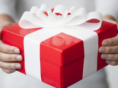 O Gift In Hand Facebook
